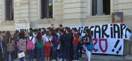 Sugli studenti di Reggio Calabria contrari al commissariamento.