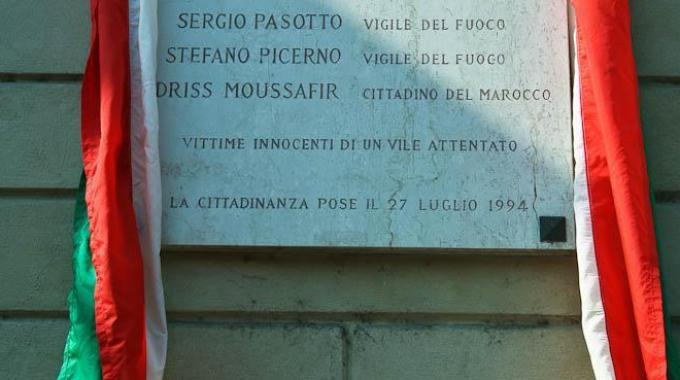 Milano, strage di via Palestro: la targa commemorativa sarà sostituita