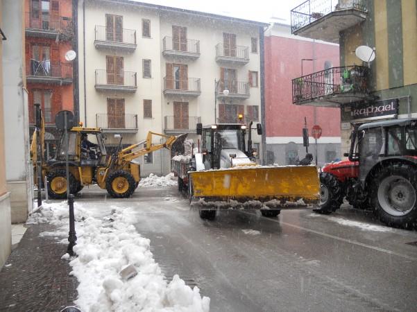 intervento-rimozione-neve-via-roma3-601x450